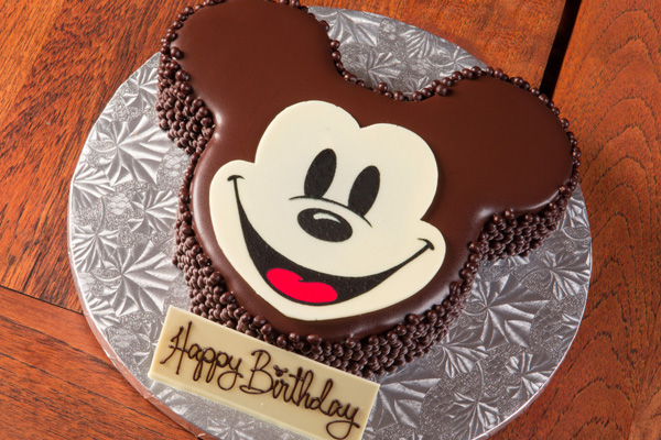R_aulani-in-room-celebrations-mickey-shaped-celebration-cake-sc.jpg