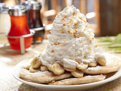 400_banana whip cream pancake with mac nuts.jpg