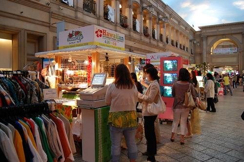 Odaiba_shop_street.JPG
