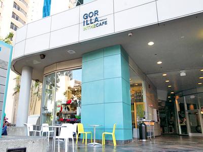 33-2_GorillaInTheCafe_exterior400.jpg