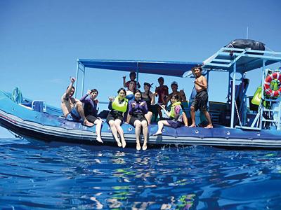 boat400.jpg