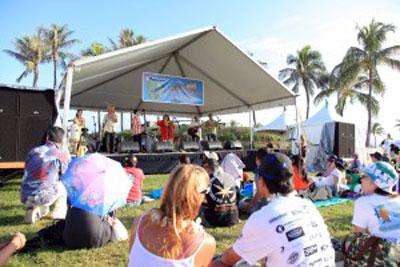 UkulelePic2011-stage-photo.jpg