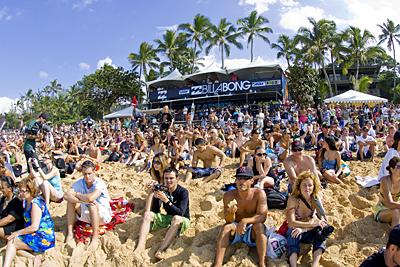 crowd8036pipe09kirstin_400.jpg