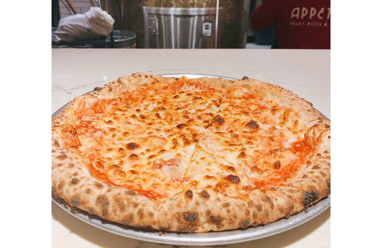 チーズ・ピザ:$9