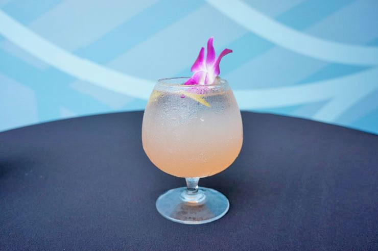 イーティングハウス1849のKunia Spritz ($10)。ハワイアン・マティーニがベースで、レモン、ストロベリー、パイナップルなどを加え甘くてフルーティ。