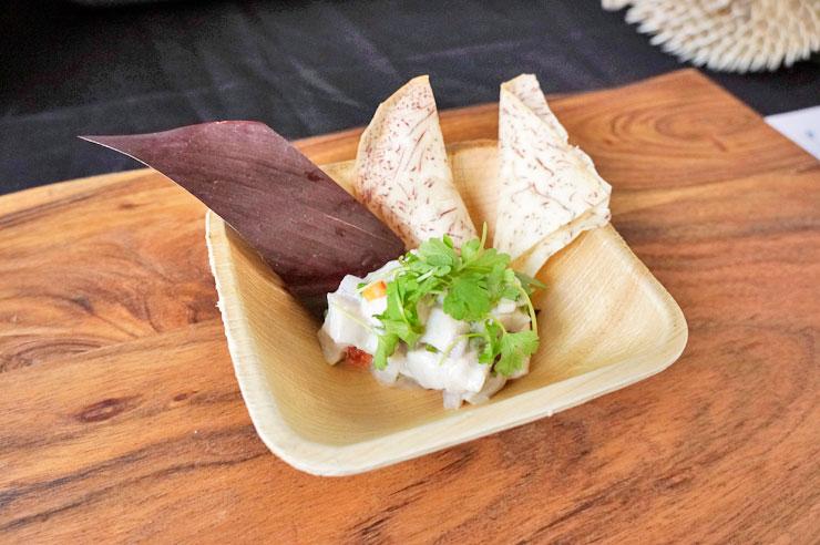 ヘリンボーンのココダ・セビーチェとタロ・チップス($10)