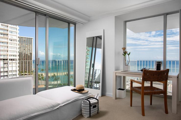 リビングルームと寝室がそれぞれ独立した「マリーナオーシャンフロント1ベッドルームスイート」