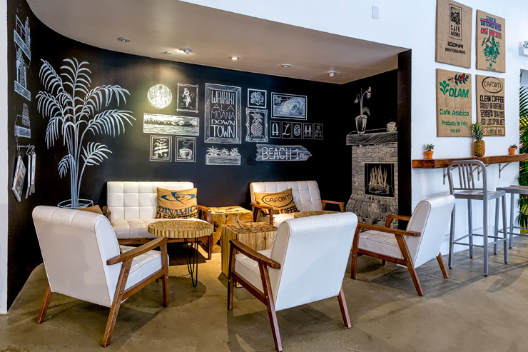 ロビー階にはSNSでも人気のオシャレな「ハワイアンアロマカフェ」も