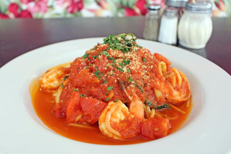 スパダのおすすめメニュー:エビと自家製トマトソースのパスタ
