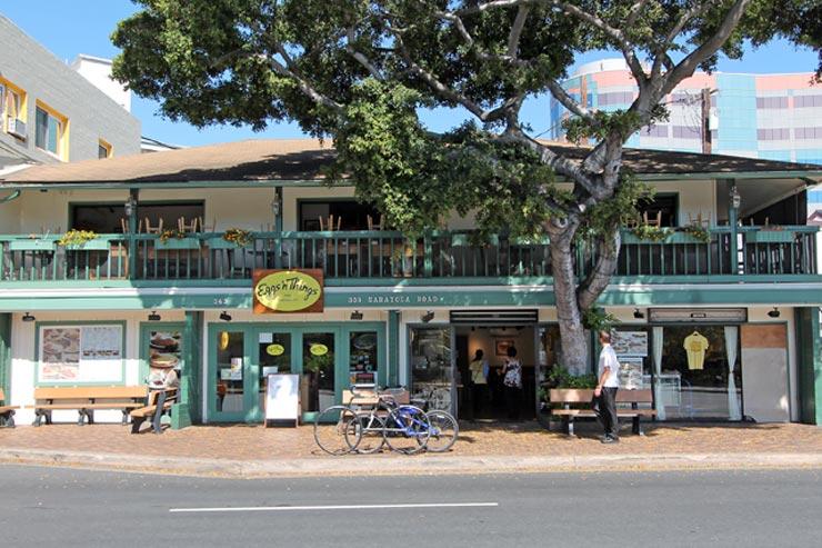 レストラン、カフェ、ショップがそろうサラトガ通り本店