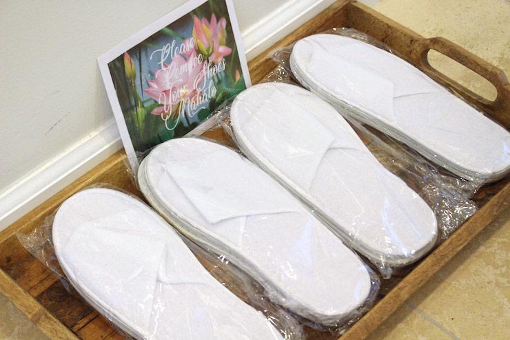 ハワイのレイハワイ不動産 バケレン用の各部屋にスリッパを用意