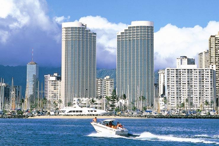 ハワイのプリンスワイキキ 2棟からなる客室タワーは全室オーシャンフロントビュー