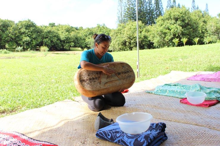 ポイ作りに欠かせない木のボード「パパクイアイ」。裏のデザインがひとつずつ違います