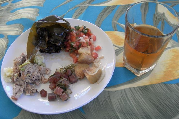 ランチはハワイアンフード三昧!ロミロミサーモンやラウハラ、美味しかったです