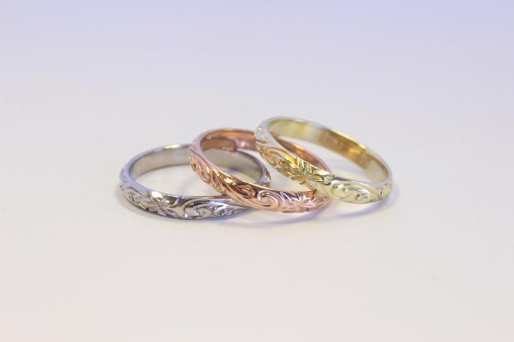 華奢なラインが美しい3ミリのリングは重ねづけして魅力アップ