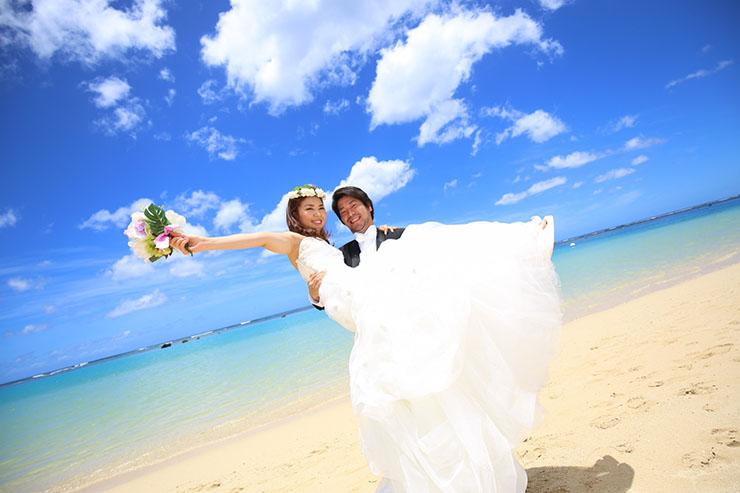 ハワイの絶景をバックにした憧れフォトウエディングを実現