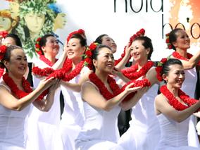 ハワイ王朝ゆかりの地でフラを競う