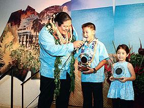 ハワイの愛を歌う4冠受賞の大型新人