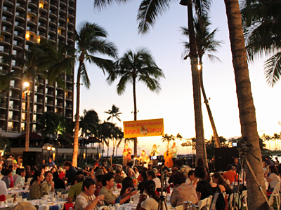 夜空に響く日本とハワイのメロディー