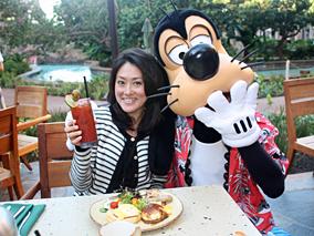 ディズニーキャラクターと一緒に朝ごはん!