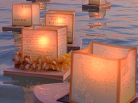 6千個以上の灯篭がハワイの海を流れる