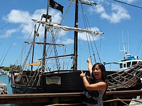 ケワロ湾に海賊船が!その正体はいかに?