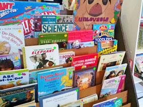 ハワイカイの図書館で掘り出し物を探そう