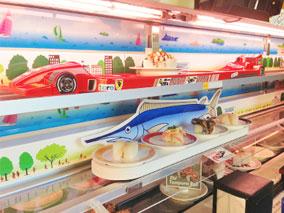 子どもは大喜び!3段レーンの回転寿司