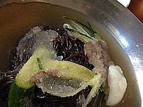 シャリシャリスープの冷麺でひんや~り爽快