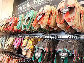 カリフォルニアの人気店がハワイにオープン【Sanuk】