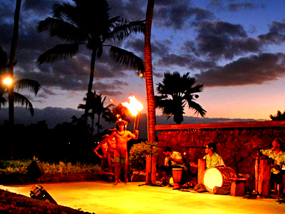 夕陽や星空が舞台の大迫力ルアウショー!【マリオット・サンセット・ルアウ】