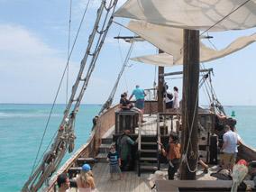 海賊たちと失われた財宝を探す航海の旅へ