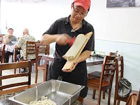 新登場!職人が手で削る豪快ヌードルのお店【ジン・トゥ・ヌードル Jing Du Noodle】【グロンディン Grondin】