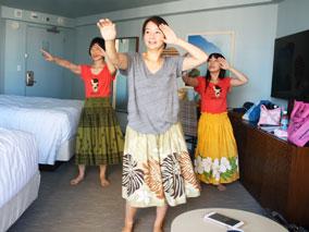 宿泊ホテルの部屋で出張フラ・レッスン【ホノホノ・ハワイ】