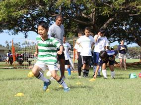 ハワイで特訓!夏のスポーツキャンプ