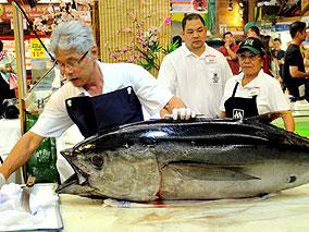 日系スーパーがチャリティ&食の祭典会場に