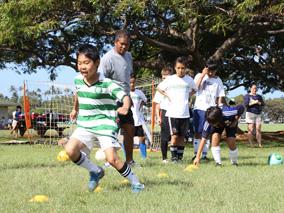 ハワイでトライ!夏のスポーツキャンプ