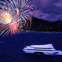 独立記念日の花火は海の上の特等席で