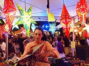 ワイキキでアロハな祭りの夜を満喫