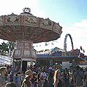 今年もプナホウ・カーニバルの移動遊園地へ