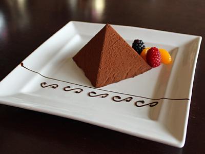 JJのピラミッドチョコケーキがマキティ登場