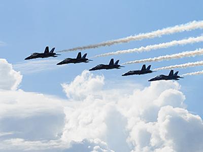 米軍基地でアクロバット飛行を見よう