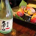 寿司と日本酒を味わいながら怪談フィルムを