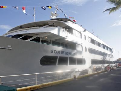 豪華ディナークルーズ船の新ショーに注目