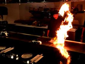 おしゃれなレストランで鉄板焼きを味わおう
