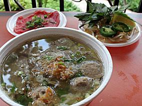 1974年ベトナムで誕生した極上フォーを食す