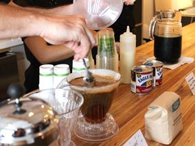 買い物もコーヒーも楽しめる新カフェ登場