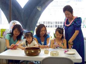 日本で本場ハワイのリボンレイ作りを学ぼう