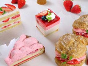 6月のケーキはさわやかなイチゴが主役