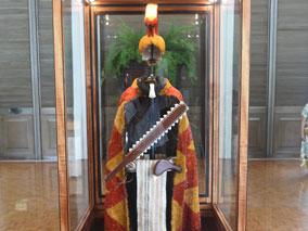 ハワイ伝統の貴重な羽根工芸作品を鑑賞
